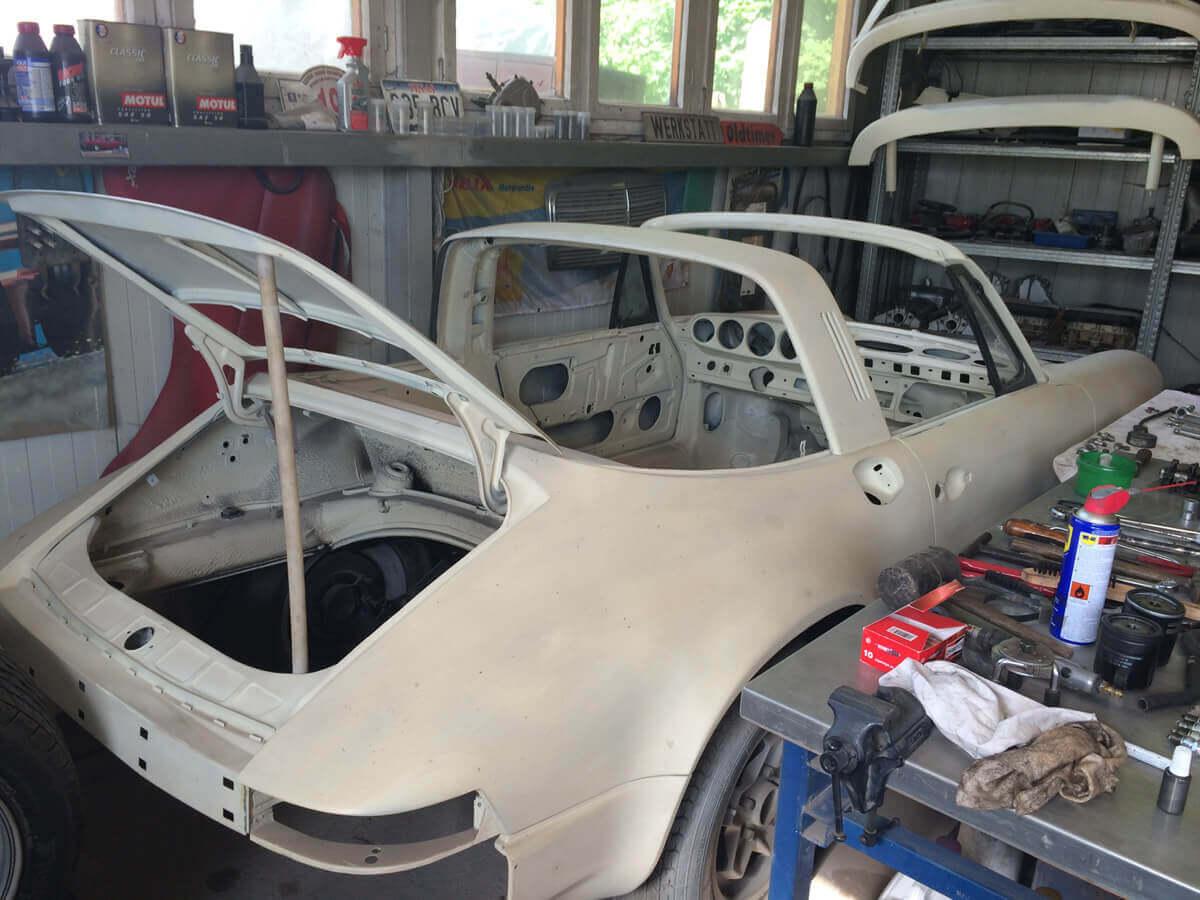 Porsche 911 F Targa Ölklappe 1972 Grundiert hinten